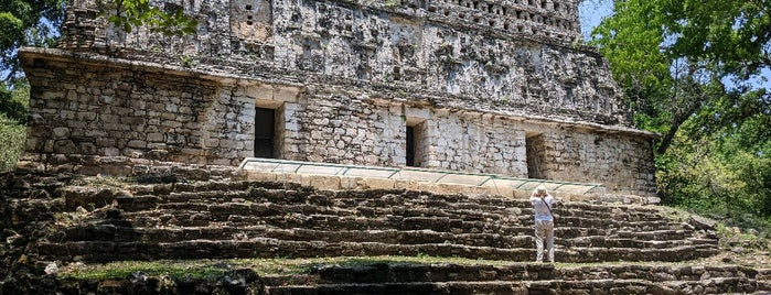 Zona Arqueológica de Yaxchilán is one of Historic Sites & Museums.