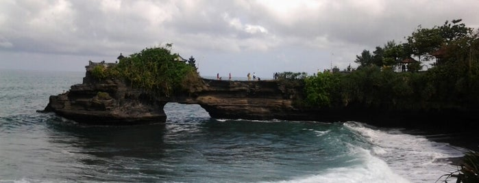 Pantai Tanah Lot is one of Orte, die Jocelyn gefallen.