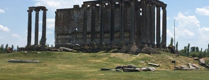 Zeus Tapınağı | Temple of Zeus is one of Özgür Yaşarさんのお気に入りスポット.