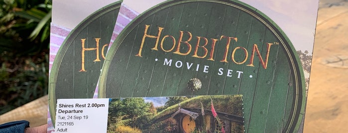Hobbiton Movie Set Tour is one of New Zealand 🗺⛰🏔🏞🌄🌅🌇🏙.