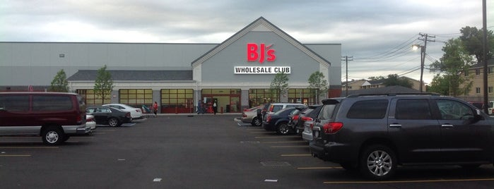 BJ's Wholesale Club is one of Jan 님이 좋아한 장소.