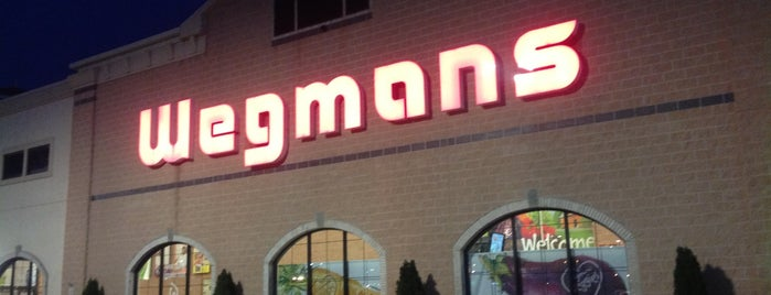 Wegmans is one of Lugares favoritos de Chris.