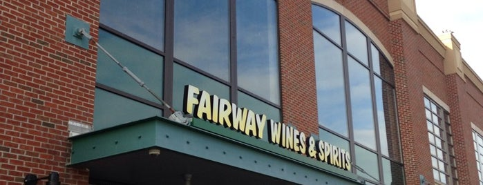 Fairway Wines & Spirits is one of Locais curtidos por Mary.