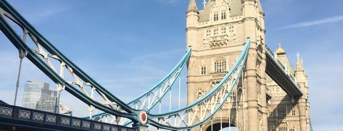 Tower Bridge is one of Orte, die Fernanda gefallen.