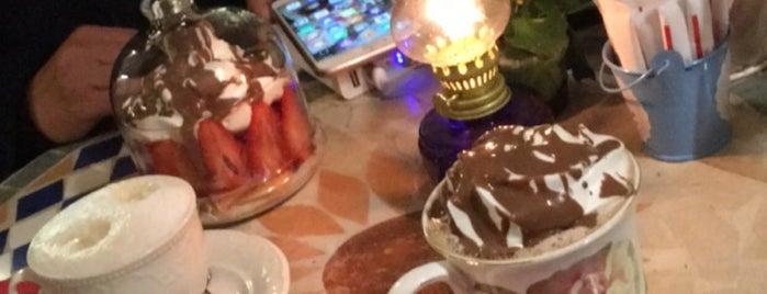 Hümaliva Çikolata & Kahve is one of Ece.
