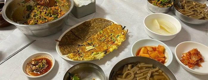 솔밭묵집 is one of Korean food.