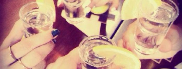shott bar is one of Aynur'un Beğendiği Mekanlar.
