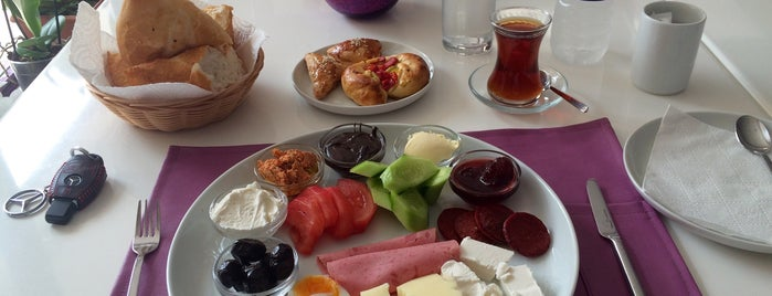 Lemiss Patisserie & Cafe is one of Tatil.