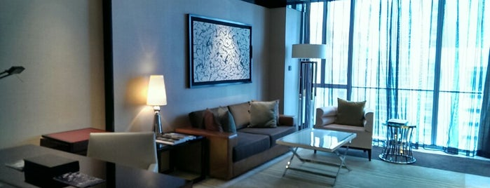 Four Seasons Hotel Pudong, Shanghai is one of Locais curtidos por Emilio.