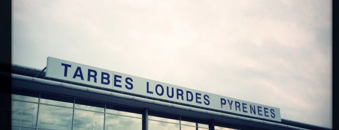 Aéroport de Tarbes Lourdes Pyrénées (LDE) is one of Lugares favoritos de Mickael.