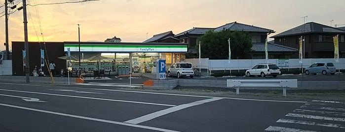 ファミリーマート 草津帰帆島前店 is one of 電源 コンセント スポット.