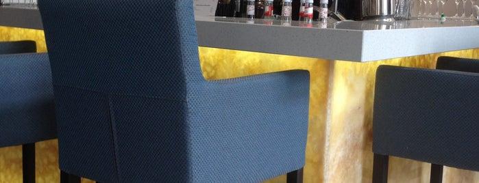 ASTOR bar is one of Locais curtidos por Martins.