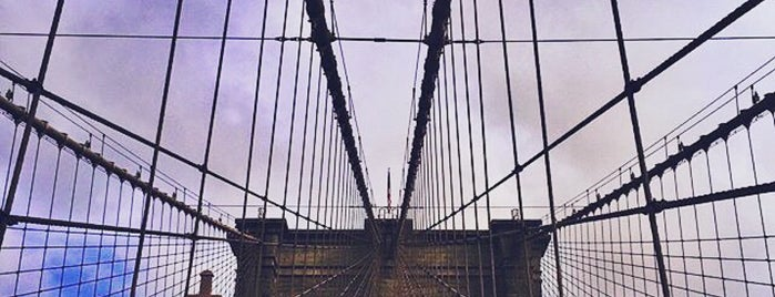 Puente de Brooklyn is one of Top 20 Free Things to Do in NYC.