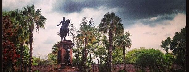 Plaza Morelos is one of Lugares favoritos de Nayeli.