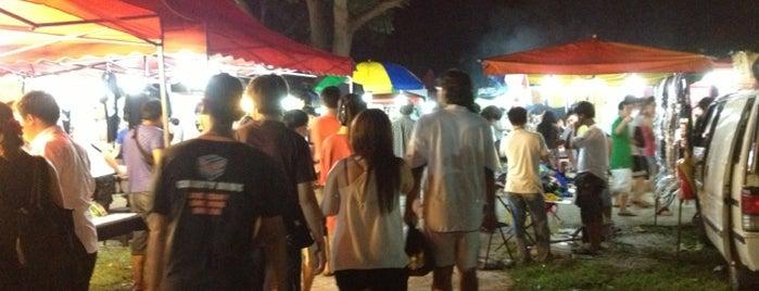 Farlim Wednesday Night Flea Market (Pasar Malam) is one of Penang | Eats.