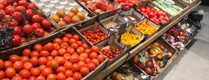 Carrefour Market is one of Lieux qui ont plu à Roi.