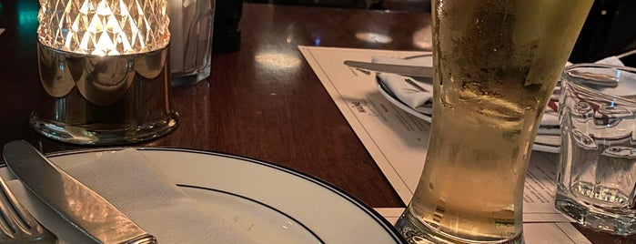The MAINE Oyster Bar & Grill is one of Posti che sono piaciuti a Masarra.