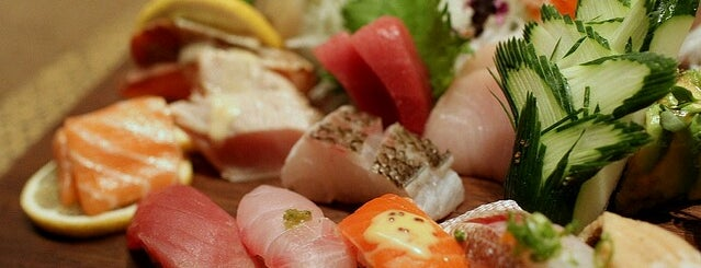 Blue Ribbon Sushi is one of Lugares favoritos de Foxxy.