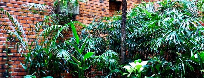The Aviary Hotel is one of Tempat yang Disukai Claudia.