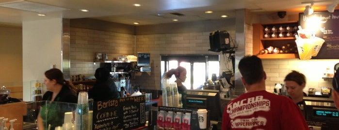 Starbucks is one of Tempat yang Disukai Omer.