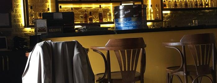 Şens Cafe Bar is one of Orte, die Ayşegul gefallen.