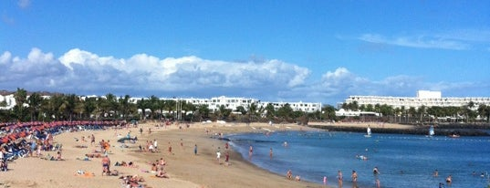 Playa de las Cucharas is one of Visitar en Lanzarote.