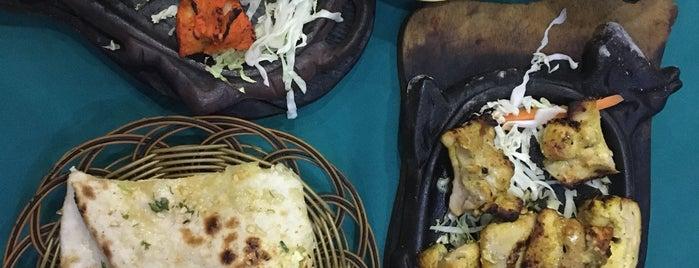 Omar's Indian Restaurant is one of Lugares favoritos de Darina.