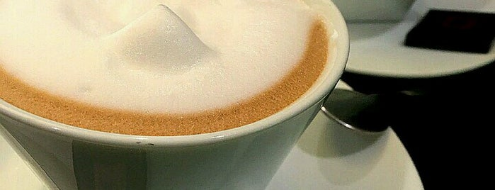 Nespresso is one of Lugares favoritos de Darina.