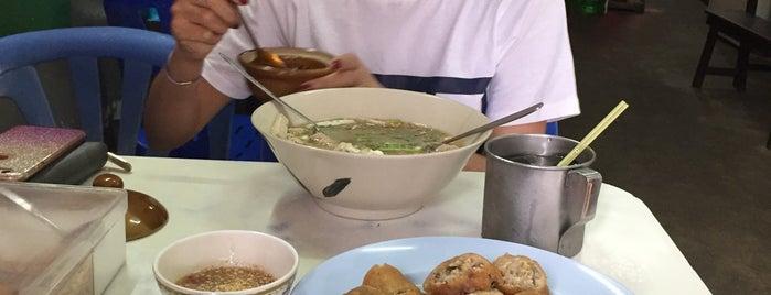 หยาดฝน อาหารตามสั่ง ผัดไทย เมี่ยงทอด is one of อุบลราชธานี - 2.