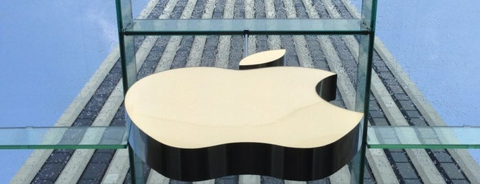 Apple Fifth Avenue is one of Lugares favoritos de Brian.