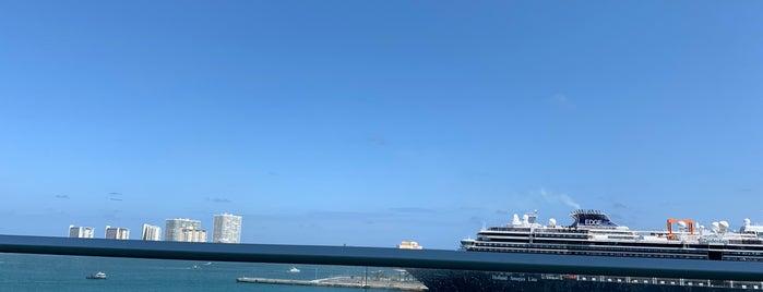 Royal Caribbean Harmony Of The Seas is one of Tempat yang Disukai Luis.