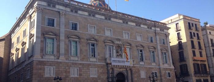 Plaça de Sant Jaume is one of Locais curtidos por Nihan.