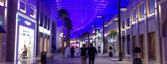 Al Aali Mall is one of Posti che sono piaciuti a Nihan.