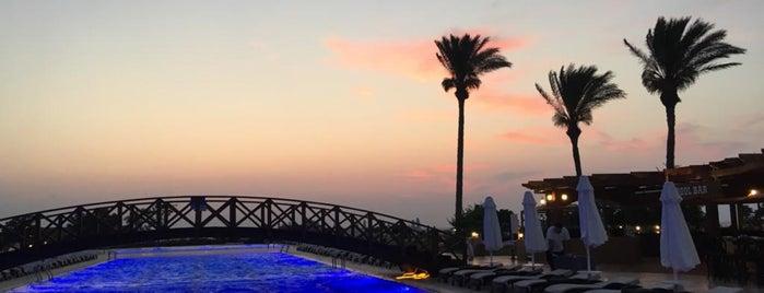 Merit Park Otel Havuz is one of Posti che sono piaciuti a Nihan.