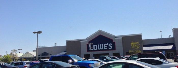 Lowe's Home Improvement is one of สถานที่ที่ Christopher ถูกใจ.