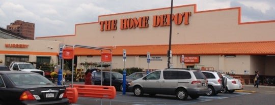 The Home Depot is one of Lieux qui ont plu à James.