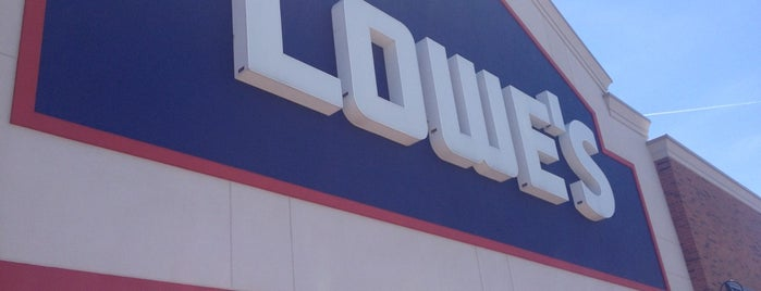 Lowe's is one of Johnさんのお気に入りスポット.