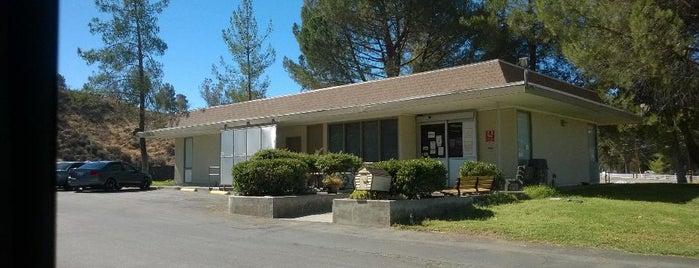 County of Los Angeles Animal Care & Control Center No 6 is one of Lugares favoritos de Heidi.