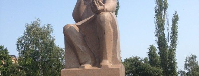 Пам'ятник Володимиру Вернадському is one of Tempat yang Disukai Elena.