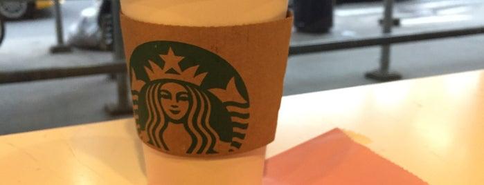 Starbucks is one of Lugares favoritos de Ester.