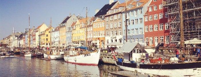 Nyhavn is one of Lugares guardados de Mike.