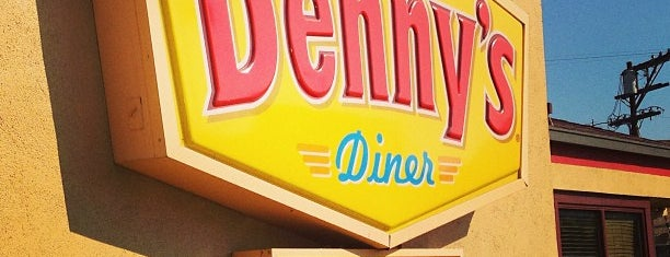 Denny's is one of Lieux qui ont plu à Dre.
