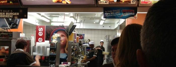 McDonald's is one of Orte, die Oleksandr gefallen.