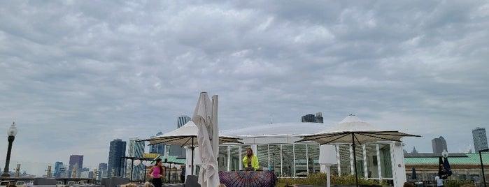 Offshore Rooftop & Bar is one of Lieux qui ont plu à Alex.