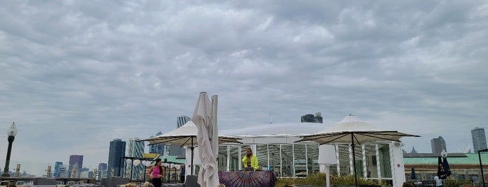 Offshore Rooftop & Bar is one of Locais curtidos por Alex.