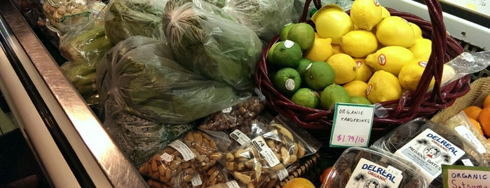 Newleaf Natural Grocery is one of la Cucina..