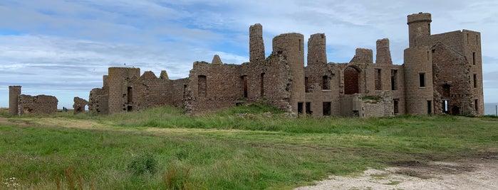 Slains Castle is one of Skotsko.