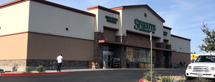 Sprouts Farmers Market is one of Tempat yang Disukai Blondie.