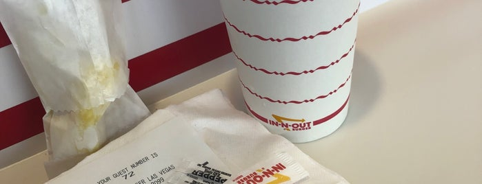 In-N-Out Burger is one of Locais curtidos por Stephanie.
