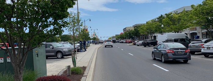 Rehoboth Avenue is one of Lugares favoritos de Andrew.